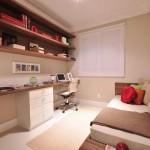 Mesa com gavetas para estudo com preteiras