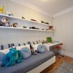 cama, mesa multifuncional e prateira dupla para brinquedos